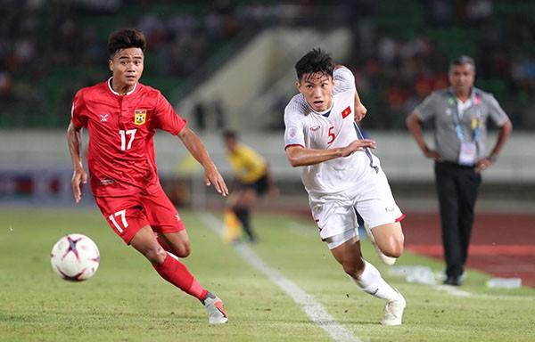 Kết thúc hiệp 1: Đội tuyển Việt Nam dẫn trước 2-0 trước Lào, Công Phượng, Anh Đức lập công - Ảnh 7.