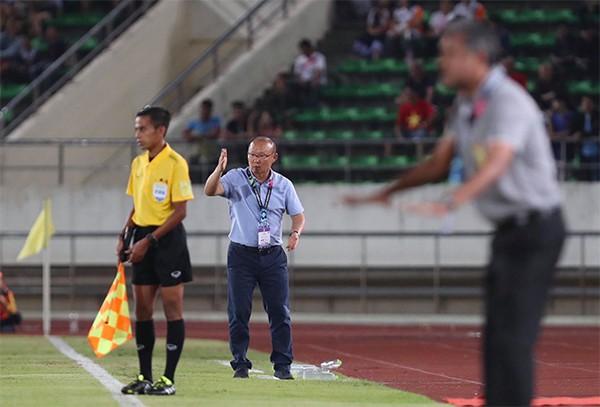 Kết thúc hiệp 1: Đội tuyển Việt Nam dẫn trước 2-0 trước Lào, Công Phượng, Anh Đức lập công - Ảnh 8.