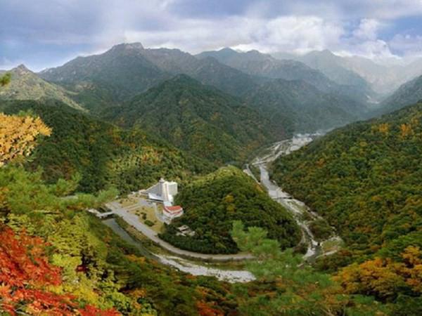Triều Tiên xây dựng công viên nước quy mô lớn tại núi Kumgang - Ảnh 1.