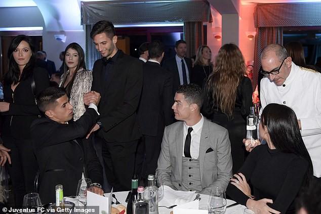 Cristiano Ronaldo bất ngờ buông lời thách thức Messi tới Serie A - Ảnh 1.
