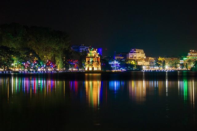 Những địa điểm đón Giáng sinh hấp dẫn ở Hà Nội và TPHCM - Ảnh 1.