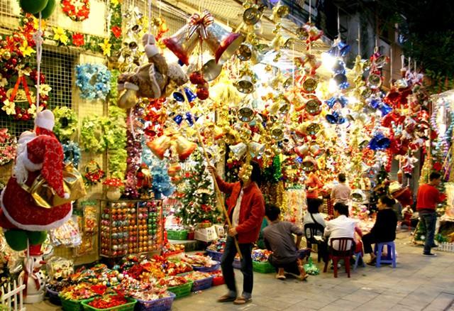 Những địa điểm đón Giáng sinh hấp dẫn ở Hà Nội và TPHCM - Ảnh 2.