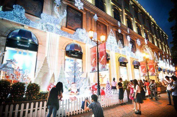 Những địa điểm đón Giáng sinh hấp dẫn ở Hà Nội và TPHCM - Ảnh 5.