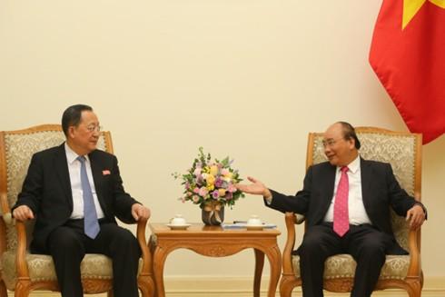 Thủ tướng tiếp Bộ trưởng Ngoại giao Triều Tiên - Ảnh 1.
