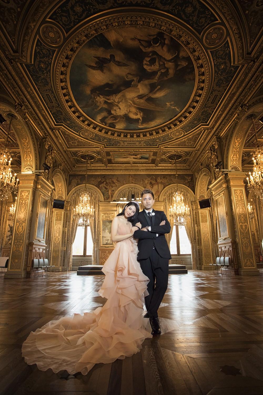 Bộ ảnh cưới tự chụp đẹp như mơ của cặp đôi Việt sống tại Paris -
