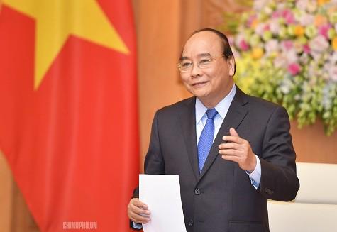 Thủ tướng Nguyễn Xuân Phúc: Doanh nghiệp cần đặt câu hỏi vì sao người Việt sính hàng ngoại - Ảnh 1.
