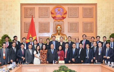 Thủ tướng Nguyễn Xuân Phúc: Doanh nghiệp cần đặt câu hỏi vì sao người Việt sính hàng ngoại - Ảnh 2.