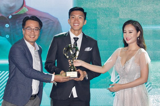Danh hiệu cao quý Quả bóng vàng năm 2018 gọi tên Quang Hải - Ảnh 2.
