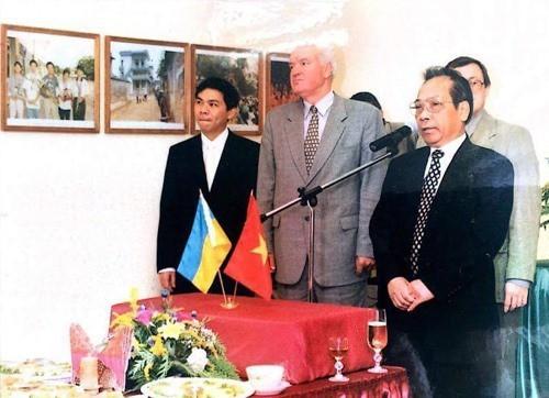 Hai tỷ phú USD người Việt đều khởi nghiệp từ mì gói: Trùng hợp thú vị! - Ảnh 1.