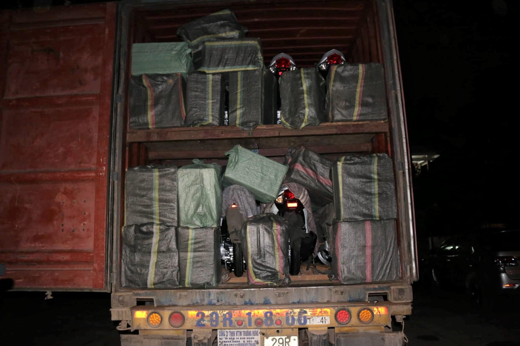 Quảng Trị: Bắt giữ 41.000 gói thuốc lá nhập lậu trên xe container