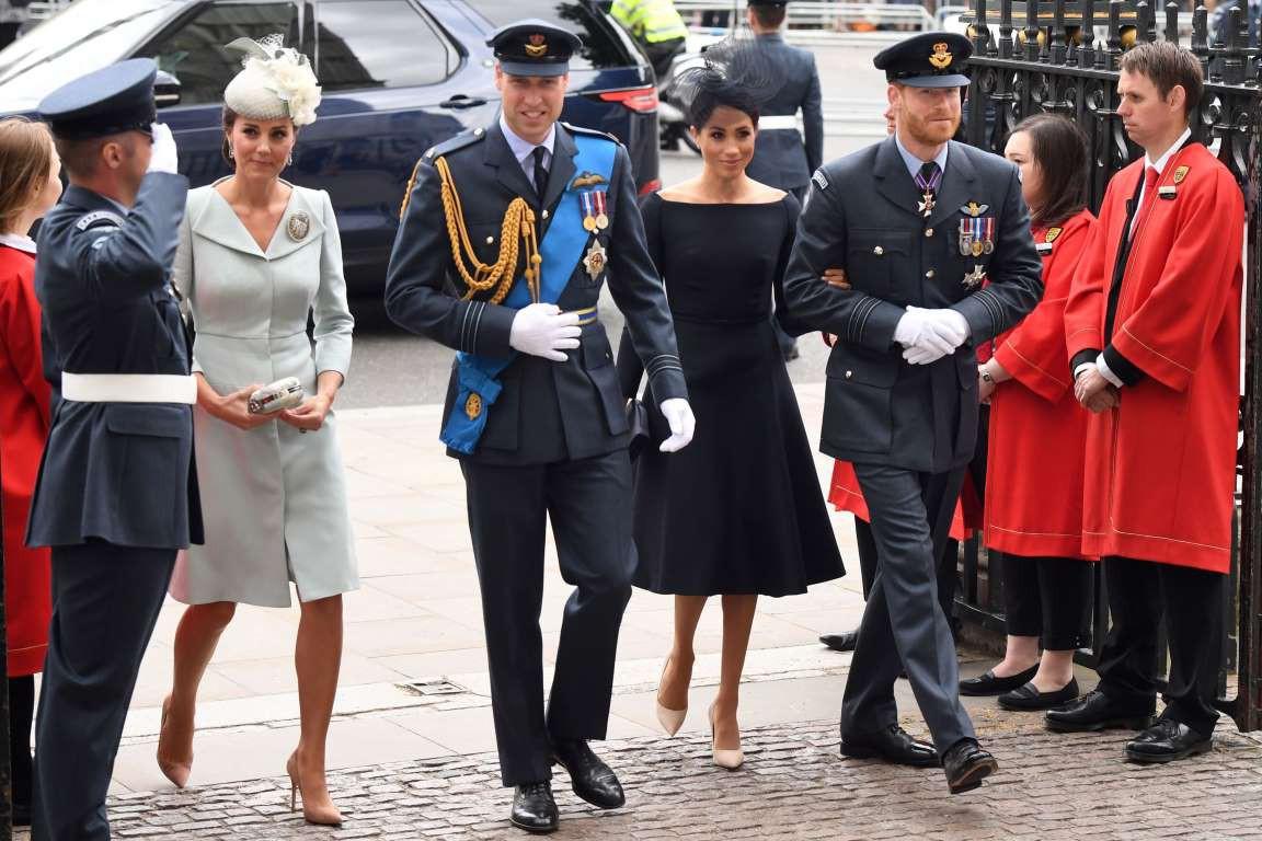Những hình ảnh hiếm hoi cùng xuất hiện của 2 cặp đôi Hoàng gia William-Kate và Harry-Meghan - Ảnh 3.