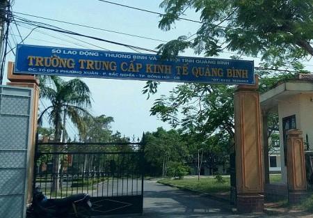 Nhiều cán bộ Trường Trung cấp Kinh tế Quảng Bình bị yêu cầu kiểm điểm và kỷ luật - Ảnh 1.