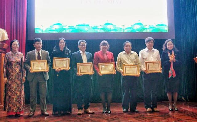 Lần đầu tiên Bộ VHTTDL trao Giải phát triển văn hóa đọc - Ảnh 1.