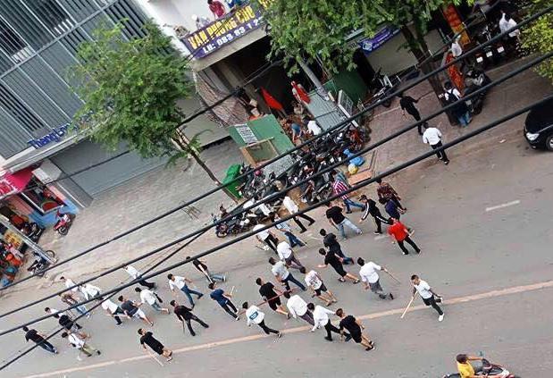 Nhiều tiếng nổ lớn khi hàng chục giang hồ hỗn chiến ở Sài Gòn - Ảnh 2.