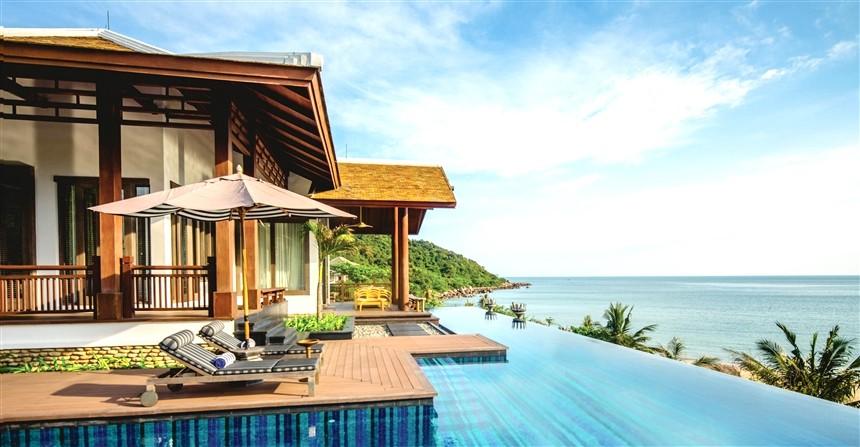 sun-peninsula-residence-villa-infinity-pool-1480762909699