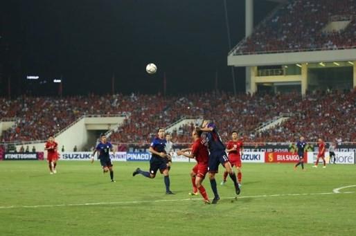 Việt Nam vs Philippines:  Quang Hải, Công Phương ghi bàn giúp đội tuyển Việt Nam vào chơi trận chung kết AFF Cup 2018 - Ảnh 7.