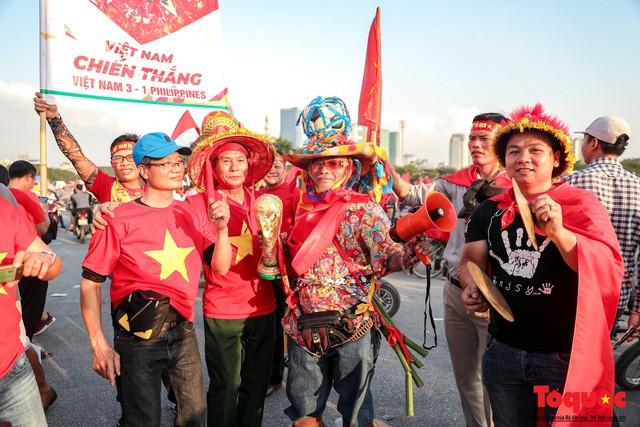 Việt Nam vs Philippines:  Quang Hải, Công Phương ghi bàn giúp đội tuyển Việt Nam vào chơi trận chung kết AFF Cup 2018 - Ảnh 21.
