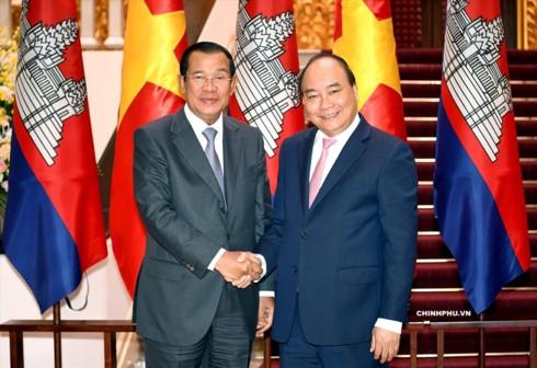 Thủ tướng Campuchia Hun Sen thăm chính thức Việt Nam - Ảnh 1.