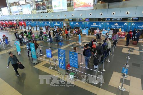 Từ 15/1, chỉ hành khách được vào khu vực làm thủ tục trong giờ cao điểm tại sân bay Nội Bài - Ảnh 1.