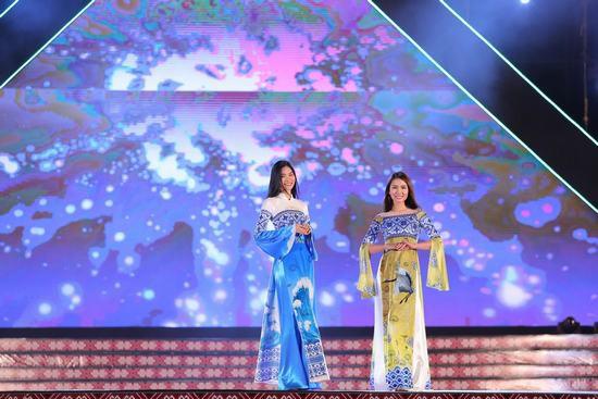 Hoa hậu Ngọc Hân: Thổ cẩm sẽ bước ra khỏi buôn làng để hòa nhập với môi trường lớn - Ảnh 4.