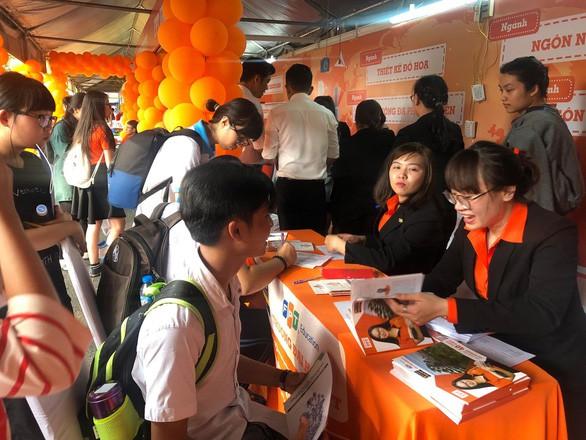 Hàng vạn học sinh tham gia tư vấn tuyển sinh hướng nghiệp tại TP.HCM và Thanh Hóa - Ảnh 1.