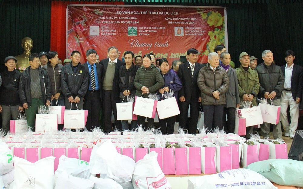Công đoàn Bộ VHTTDL trao quà Tết cho nạn nhân chất độc da cam dioxin