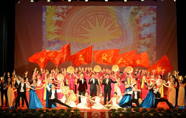 Tổ chức Liên hoan Tuyên truyền lưu động kỷ niệm 65 năm ngày chiến thắng lịch sử Điện Biên Phủ - Ảnh 1.