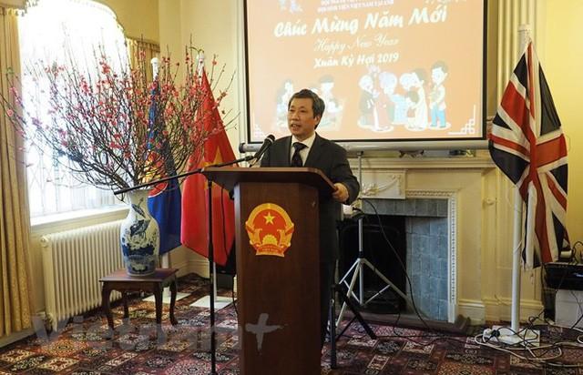 Gia đình Việt trẻ tại Anh đón Xuân Kỷ Hợi: Ăn Tết ta để con khỏi quên gốc và mình có sự khác biệt - Ảnh 3.