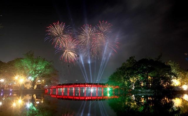 Hà Nội tổ chức nhiều hoạt động văn hóa, nghệ thuật  chào đón Tết Nguyên đán Kỷ Hợi 2019 - Ảnh 1.