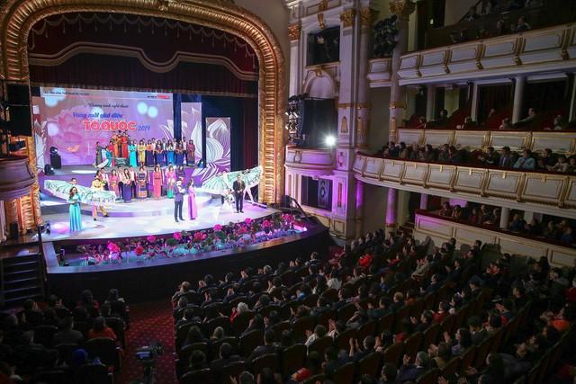 Các cơ quan thông tấn, báo chí đánh giá cao chất lượng nghệ thuật chương trình Vang mãi giai điệu Tổ Quốc 2019 - Ảnh 4.