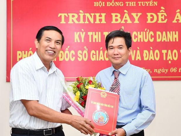 Bến Tre: Trao quyết định bổ nhiệm tân Phó Giám đốc Sở GDĐT từ thi tuyển  - Ảnh 1.