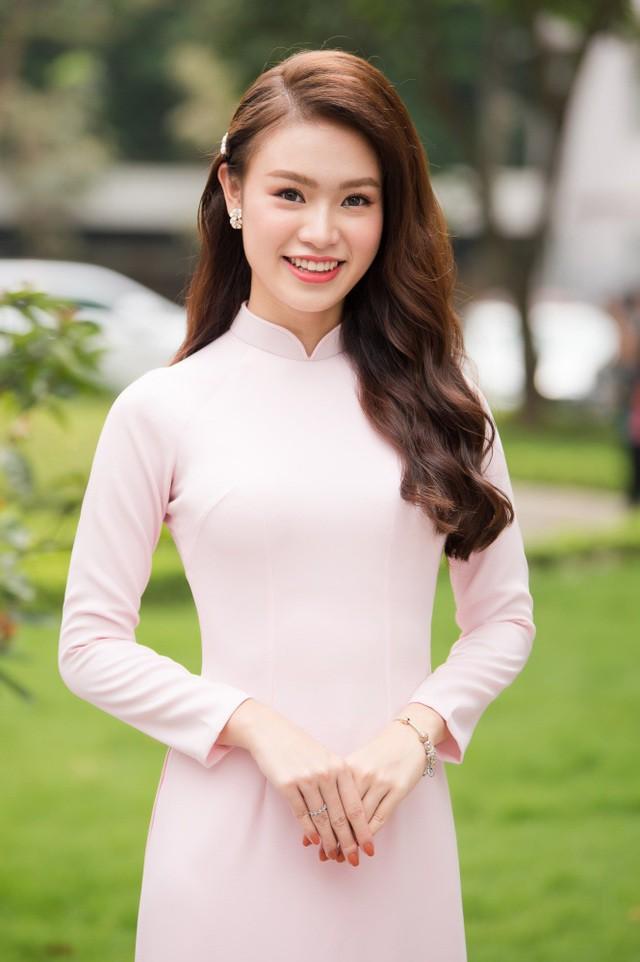"""""""Cô gái vàng"""" của """"làng"""" Hoa hậu Việt Nam tốt nghiệp ĐH Ngoại thương loại xuất sắc - Ảnh 1."""