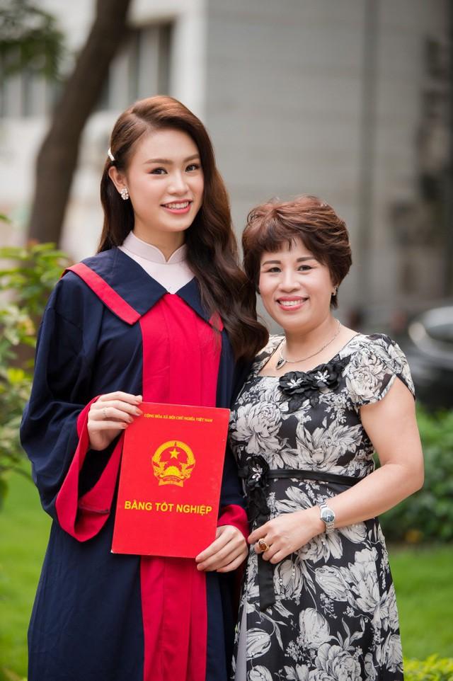"""""""Cô gái vàng"""" của """"làng"""" Hoa hậu Việt Nam tốt nghiệp ĐH Ngoại thương loại xuất sắc - Ảnh 11."""