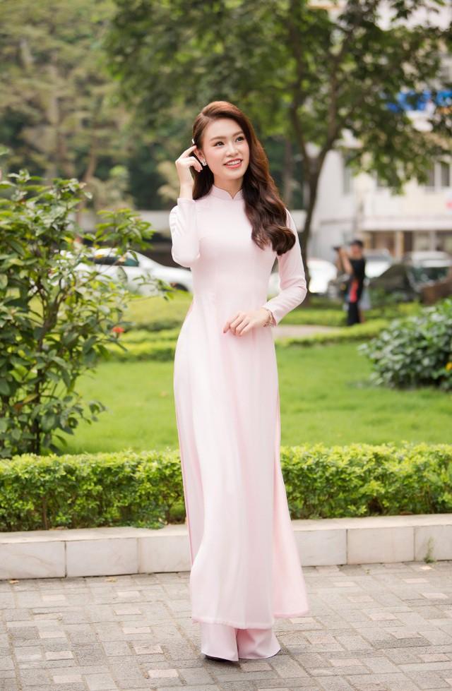 """""""Cô gái vàng"""" của """"làng"""" Hoa hậu Việt Nam tốt nghiệp ĐH Ngoại thương loại xuất sắc - Ảnh 17."""