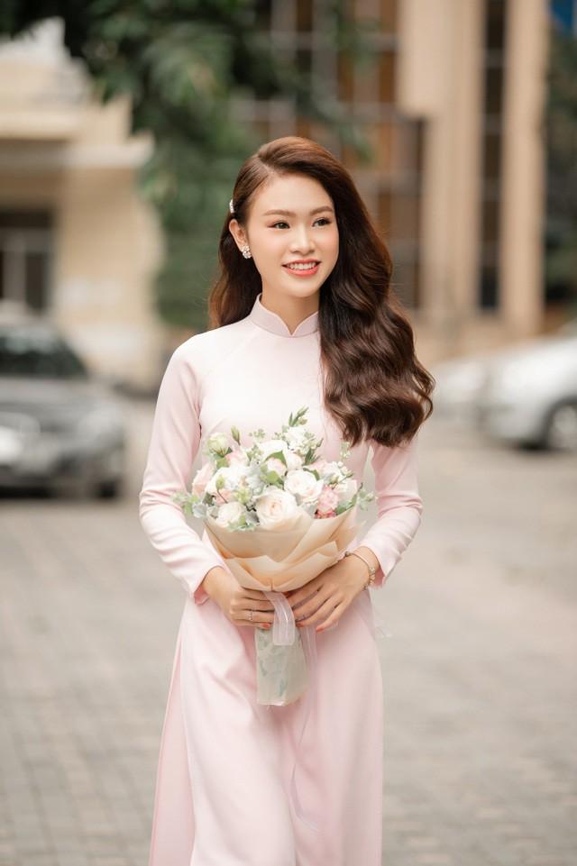 """""""Cô gái vàng"""" của """"làng"""" Hoa hậu Việt Nam tốt nghiệp ĐH Ngoại thương loại xuất sắc - Ảnh 2."""