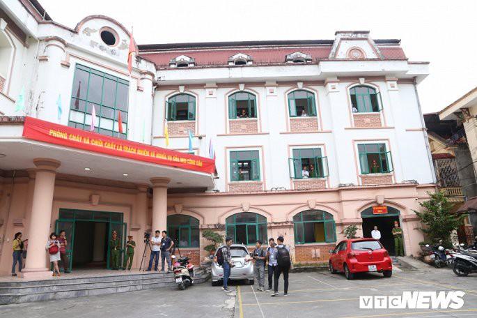 Nhiều tình tiết mới khiến phiên tòa xử gian lận thi cử Hà Giang phải kéo dài thêm 2 ngày - Ảnh 1.