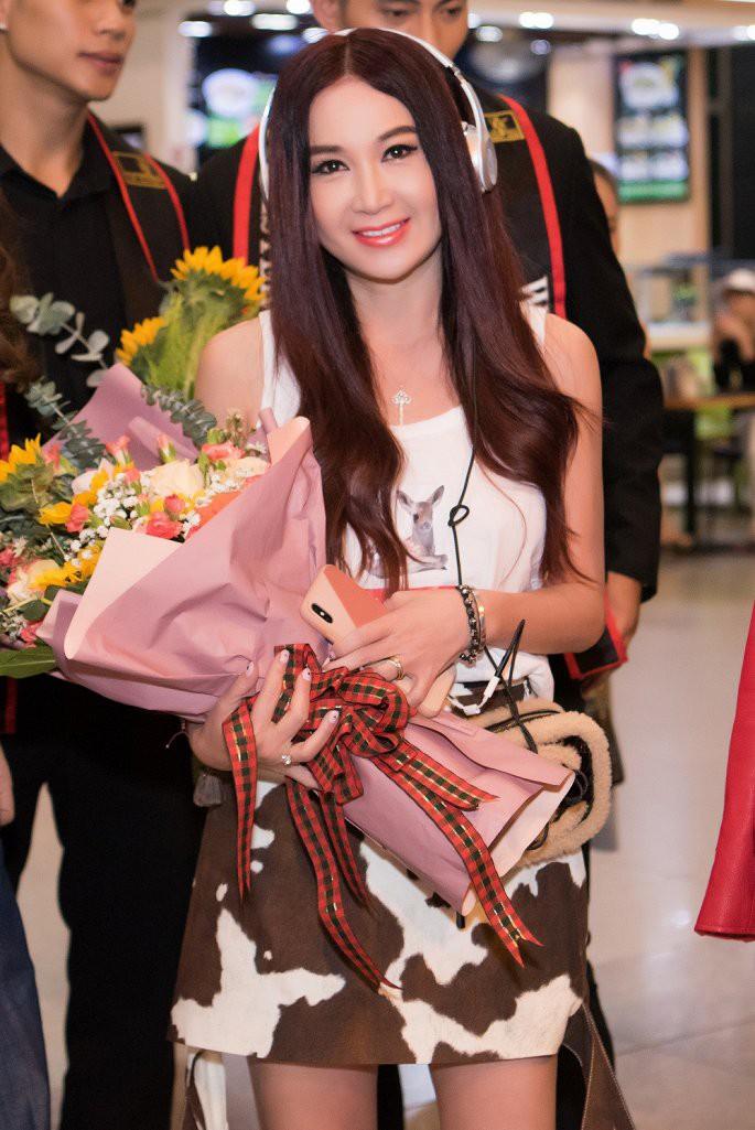 'Phan Kim Liên gợi cảm nhất màn ảnh' Ôn Bích Hà được các mỹ nam Việt chào đón - Ảnh 3.