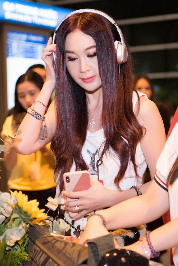'Phan Kim Liên gợi cảm nhất màn ảnh' Ôn Bích Hà được các mỹ nam Việt chào đón - Ảnh 4.
