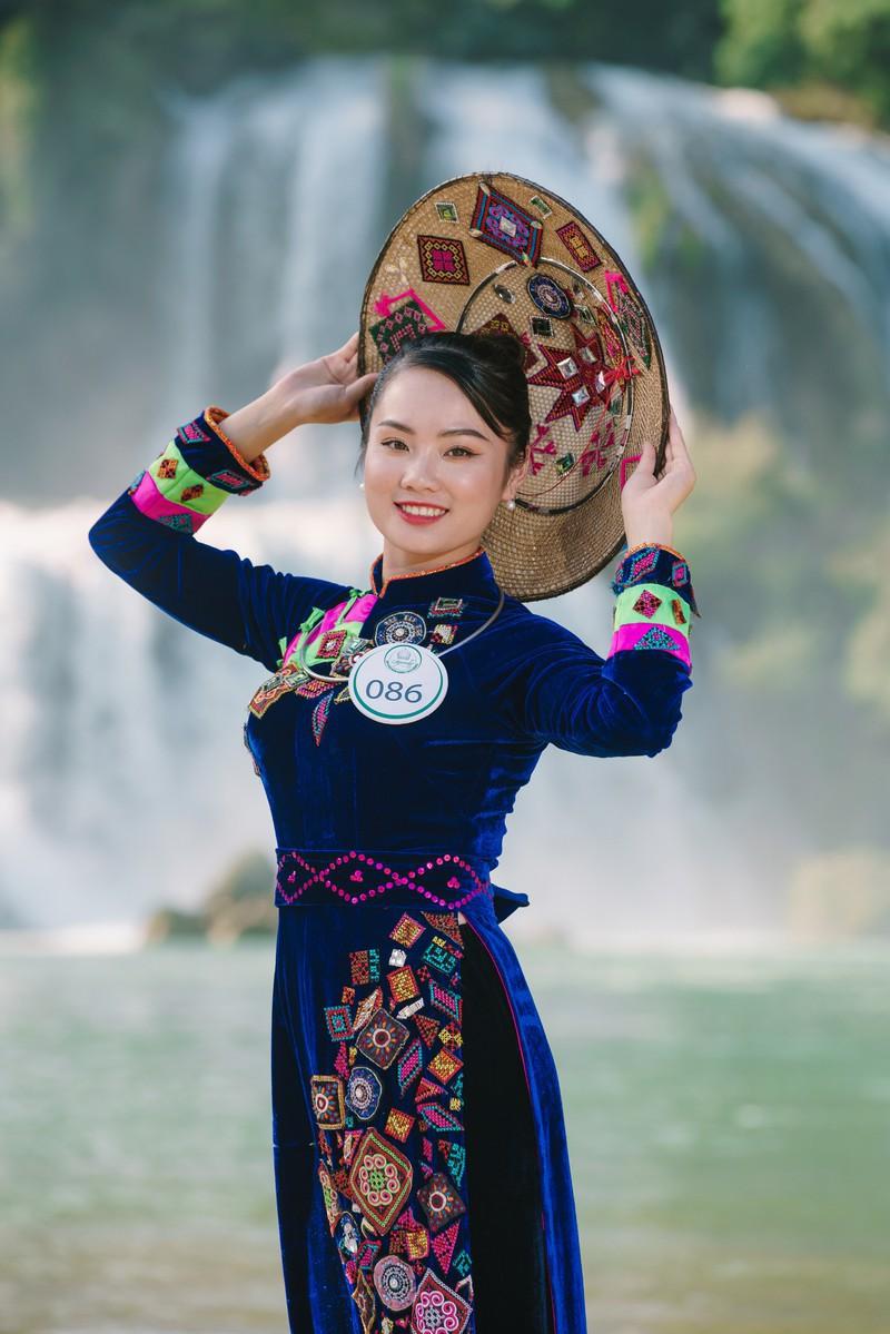 Người đẹp du lịch non nước Cao Bằng rực rỡ trong trang phục dân tộc - Ảnh 10.