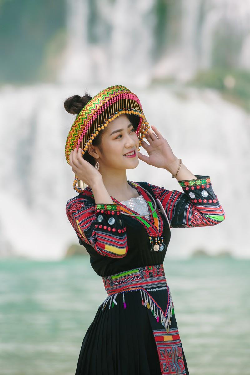 Người đẹp du lịch non nước Cao Bằng rực rỡ trong trang phục dân tộc - Ảnh 11.