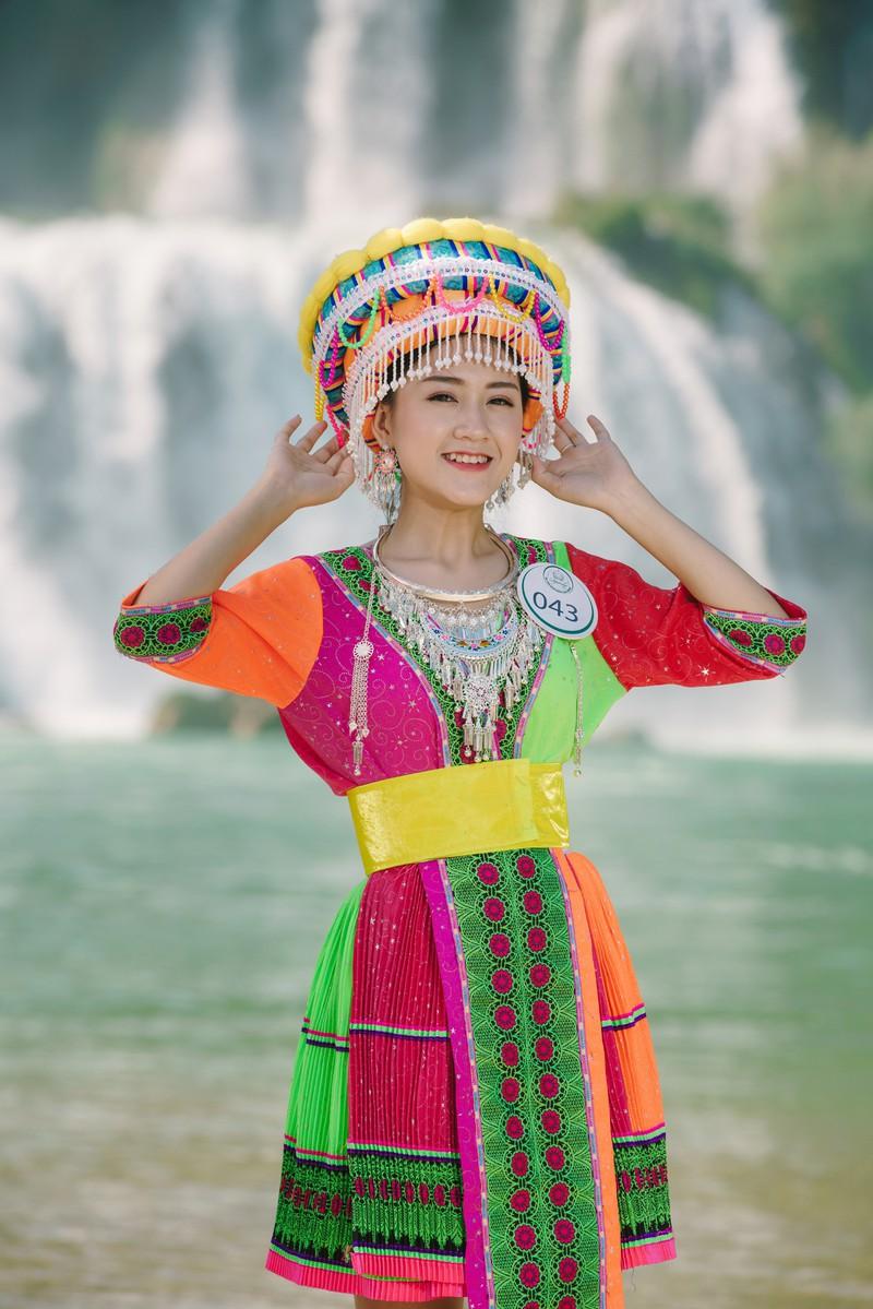 Người đẹp du lịch non nước Cao Bằng rực rỡ trong trang phục dân tộc - Ảnh 12.