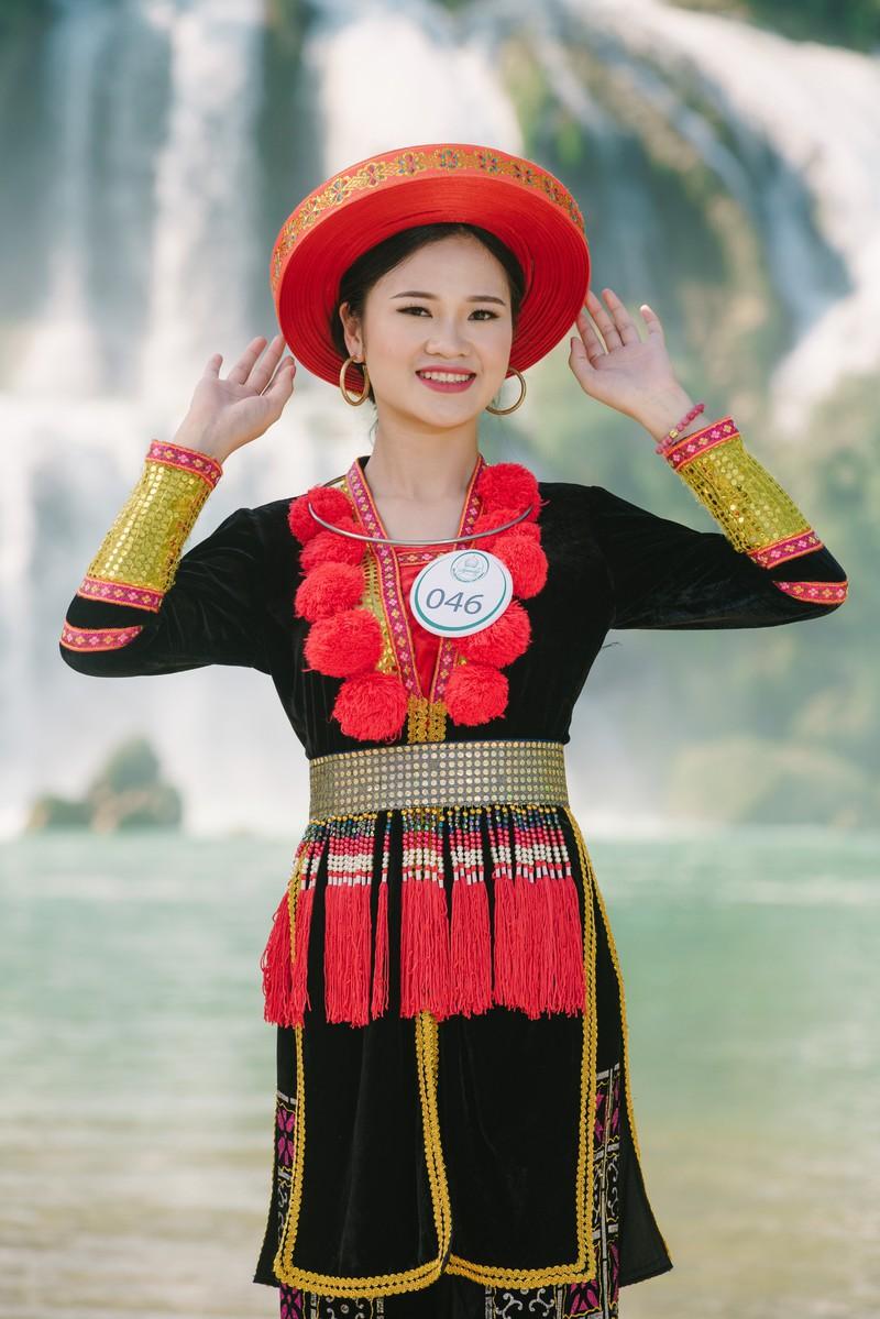 Người đẹp du lịch non nước Cao Bằng rực rỡ trong trang phục dân tộc - Ảnh 13.