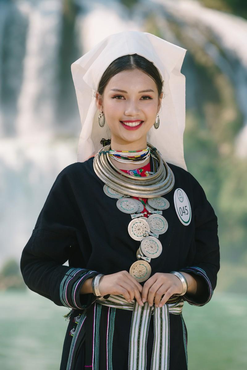 Người đẹp du lịch non nước Cao Bằng rực rỡ trong trang phục dân tộc - Ảnh 14.