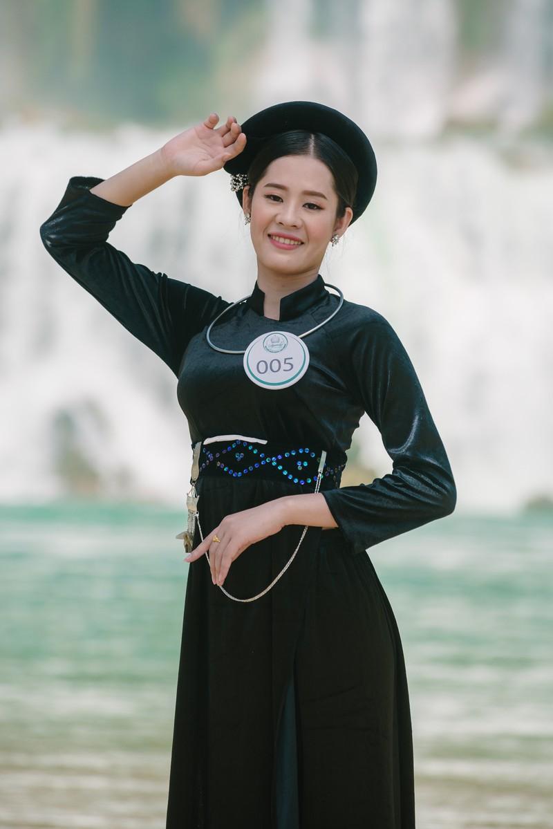 Người đẹp du lịch non nước Cao Bằng rực rỡ trong trang phục dân tộc - Ảnh 17.