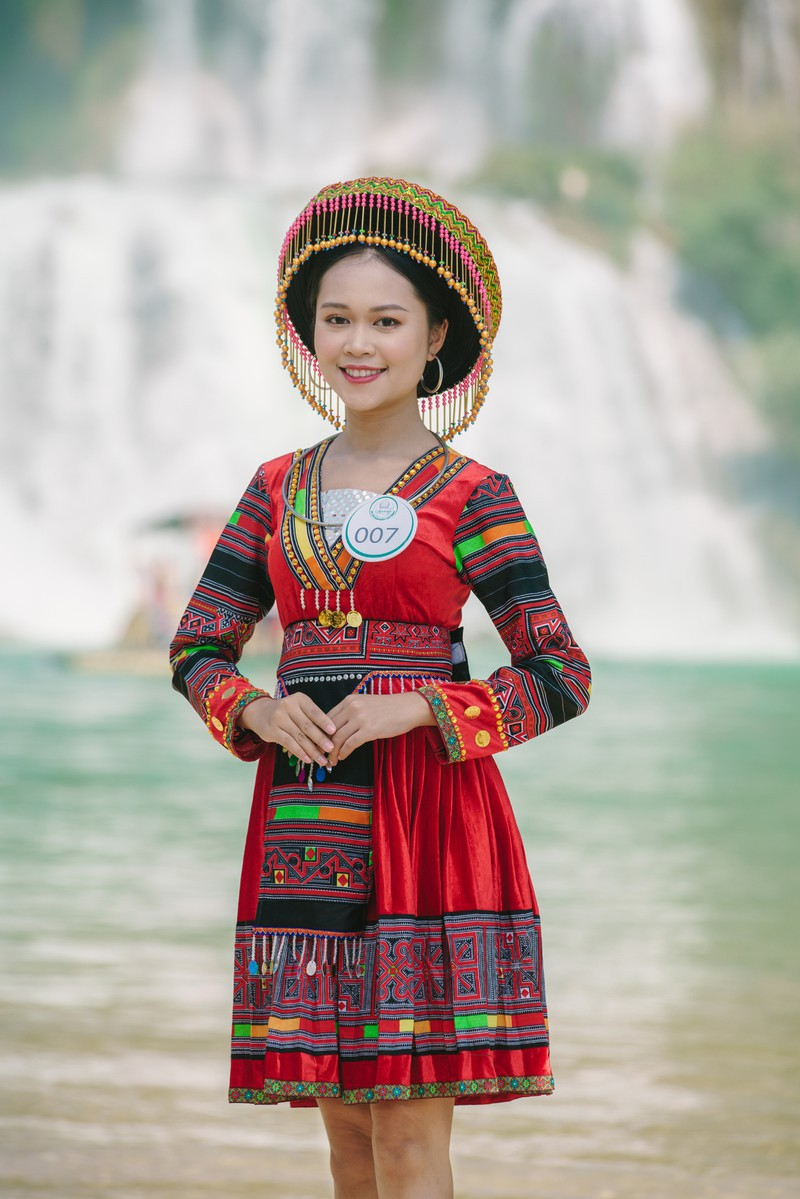 Người đẹp du lịch non nước Cao Bằng rực rỡ trong trang phục dân tộc - Ảnh 19.