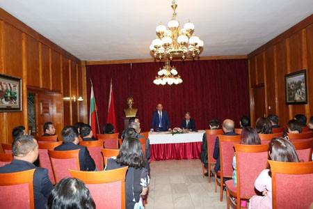 Phó Thủ tướng Thường trực thăm Đại sứ quán và cộng đồng người Việt tại Bulgaria - Ảnh 2.