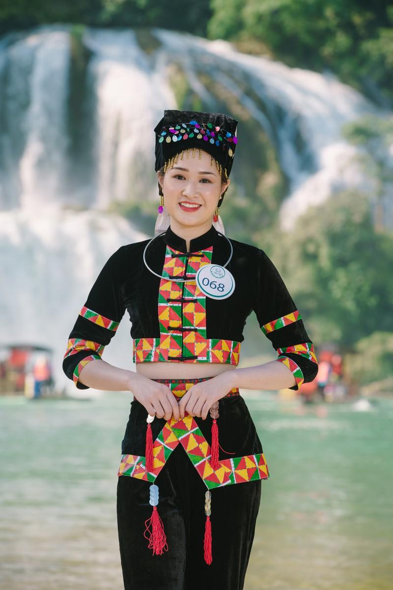 Người đẹp du lịch non nước Cao Bằng rực rỡ trong trang phục dân tộc - Ảnh 2.