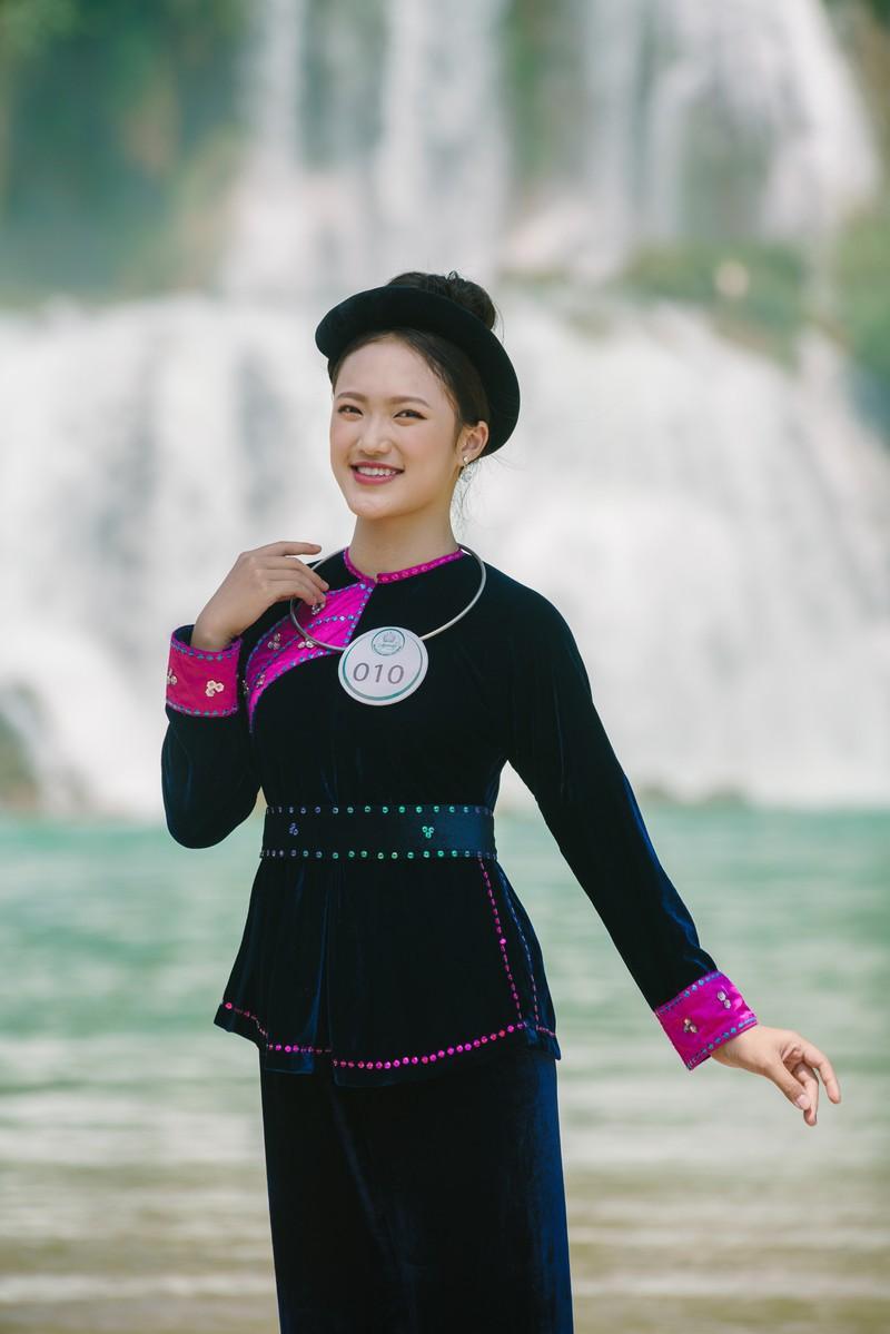 Người đẹp du lịch non nước Cao Bằng rực rỡ trong trang phục dân tộc - Ảnh 21.