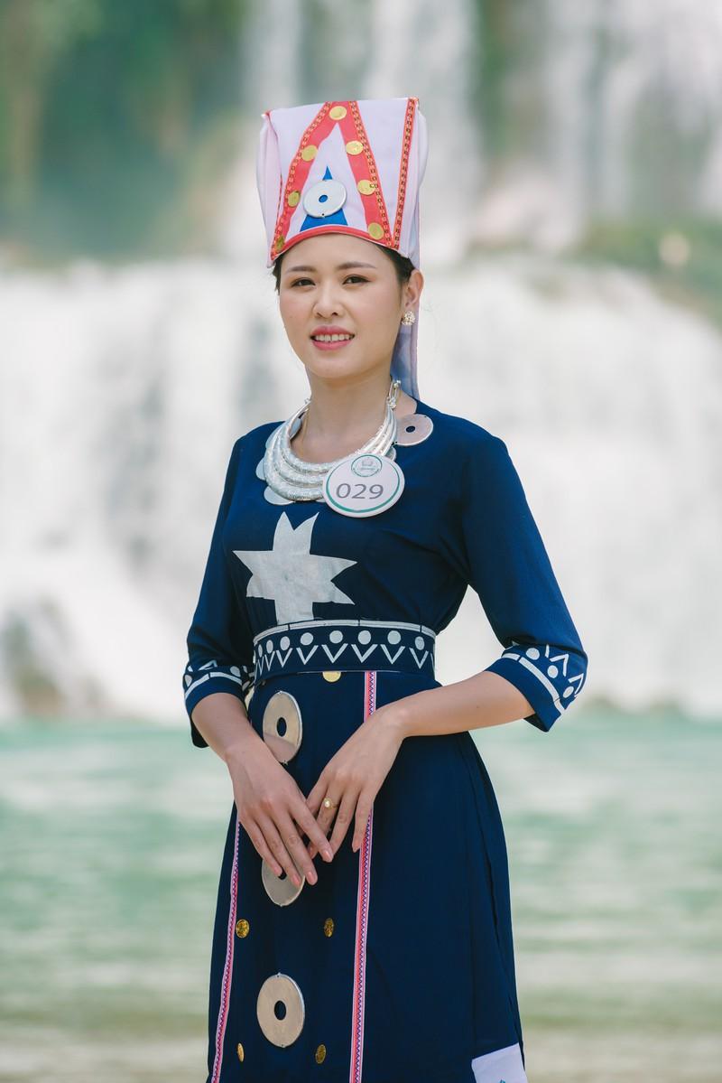 Người đẹp du lịch non nước Cao Bằng rực rỡ trong trang phục dân tộc - Ảnh 23.