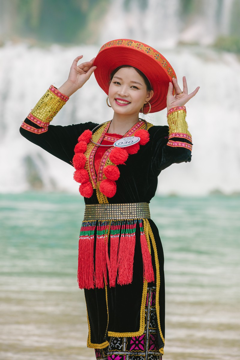 Người đẹp du lịch non nước Cao Bằng rực rỡ trong trang phục dân tộc - Ảnh 24.